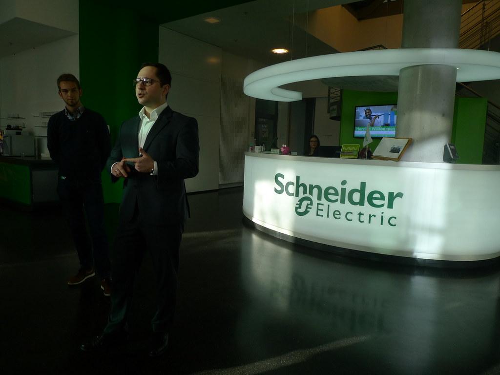 Schneider Electric(施耐德電機)位在EUREF Campus的研發點中心,圖為項目經理Harun Kavakli。(攝影/ 陳怡樺)