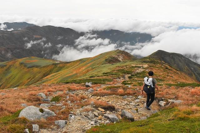 以東岳から大朝日岳へ縦走登山