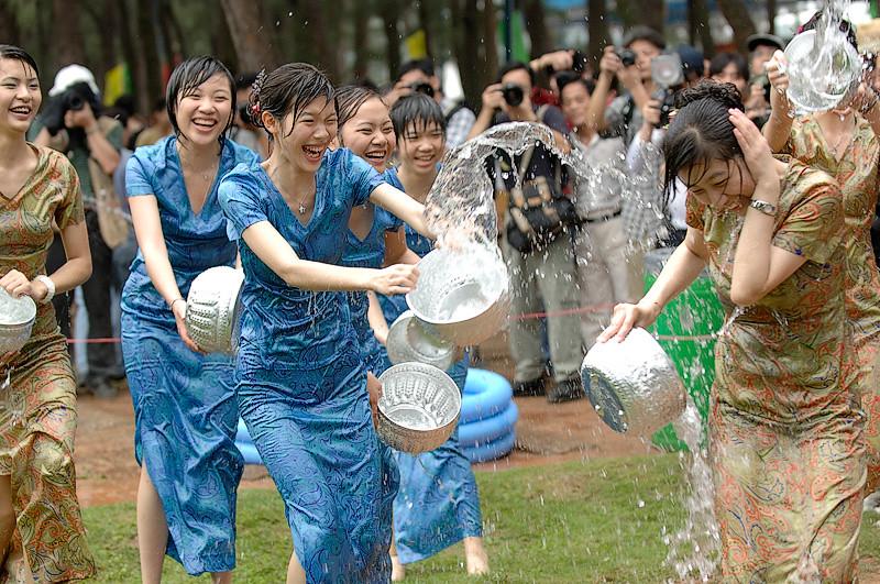 緬甸潑水節。圖片來源:EAJ(CC BY-NC 2.0)。
