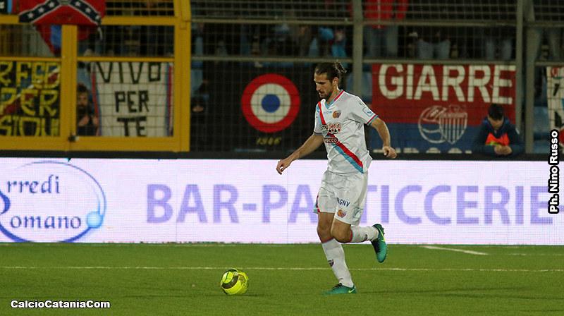Luca Tedeschi in azione con la maglia del Catania
