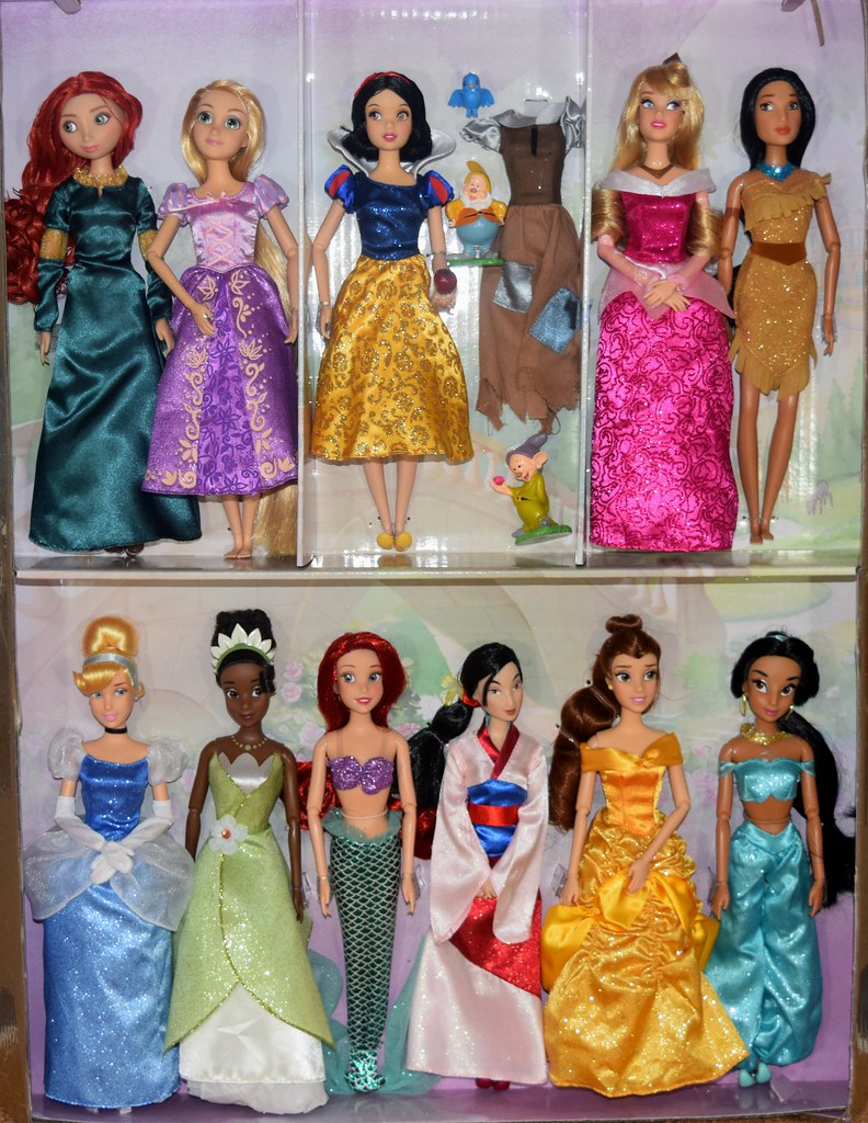 2017 Disney Princess Classic Doll Collection Gift Set Di