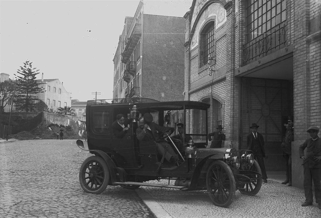Garage Parisiense, Rua Andrade Corvo (P. Guedes, 190...)