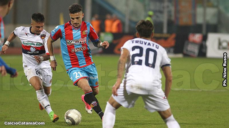 Mirko Esposito in azione contro il Cosenza