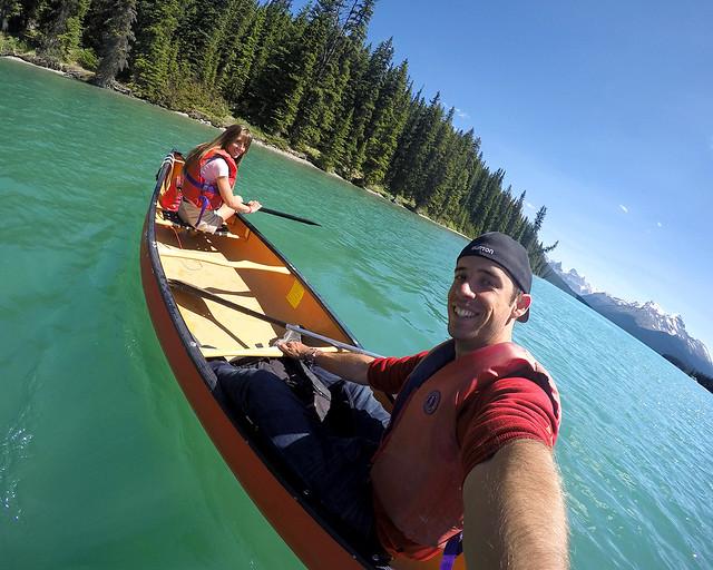 En canoa por el lago Maligne