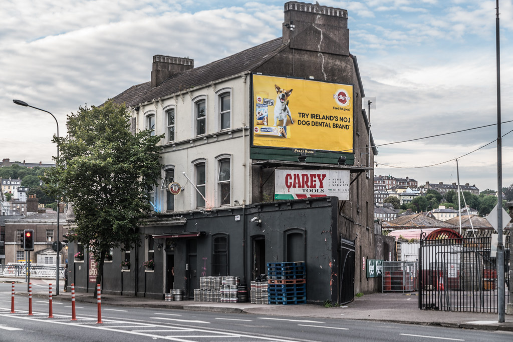 THE SEXTANT PUB IN THE DOCKLANDS AREA OF CORK CITY 001