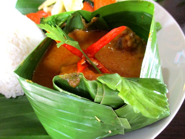 Cafe Ind kalio ayam curry in a banana boat