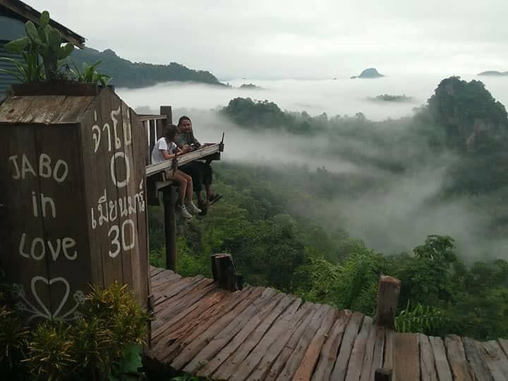 Bon ja bo Hill noodle : 泰国拜县270度悬空景观餐厅 泰国旅游 第4张