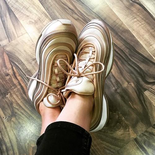 gold ✨✨✨ AIR MAX 97 ✨✨✨ #soinlove...