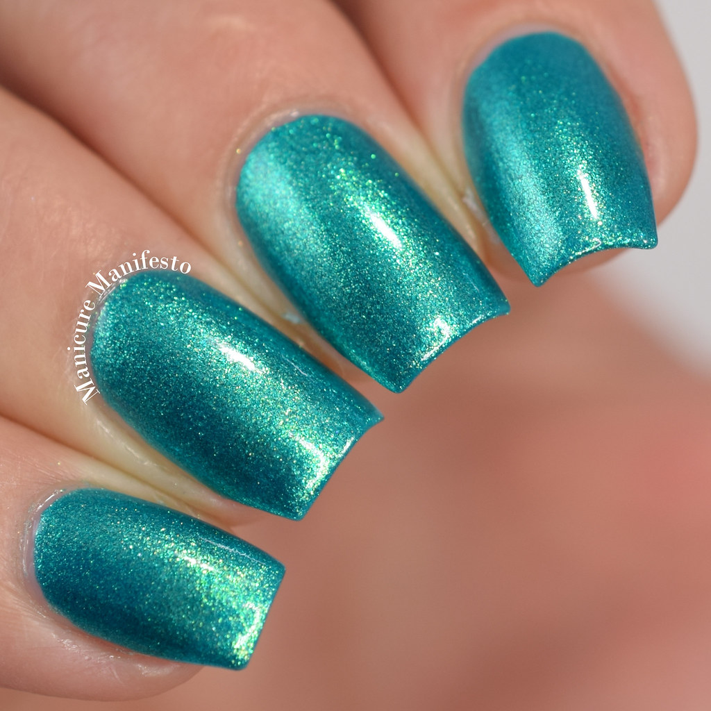 Emily de Molly Swimming In Circles Swatch