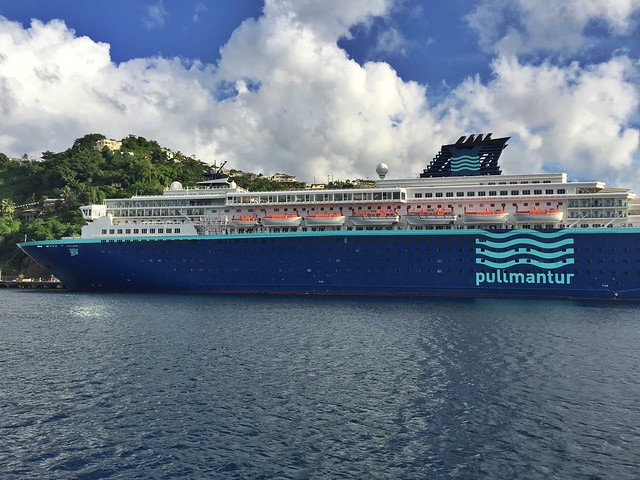 Barco Zenith de Pullmantur con el que nos fuimos de crucero a las islas del Caribe y visitamos Santo Domingo