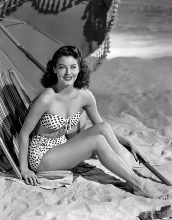 Actress Ava Gardner Cheesecake Shot In Bathing Suit 1940