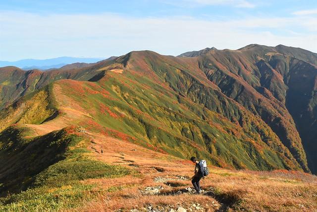 朝日連峰・以東岳~大朝日岳 紅葉の稜線