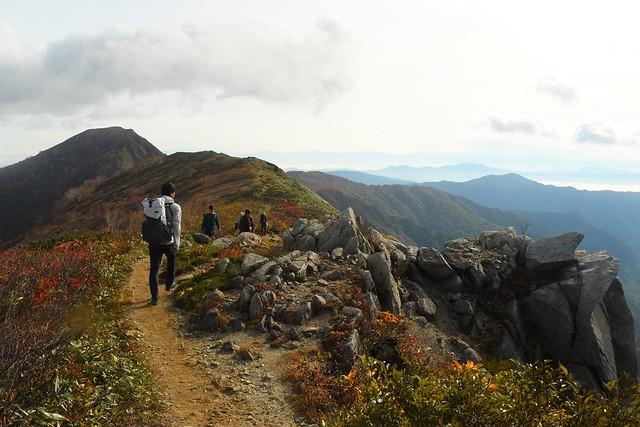 小朝日岳へ続く稜線