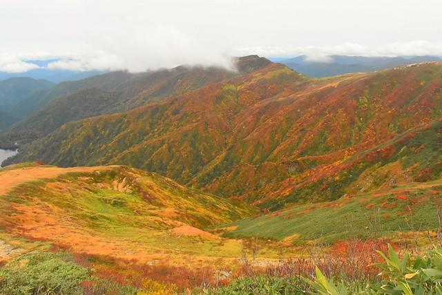 以東岳の紅葉風景