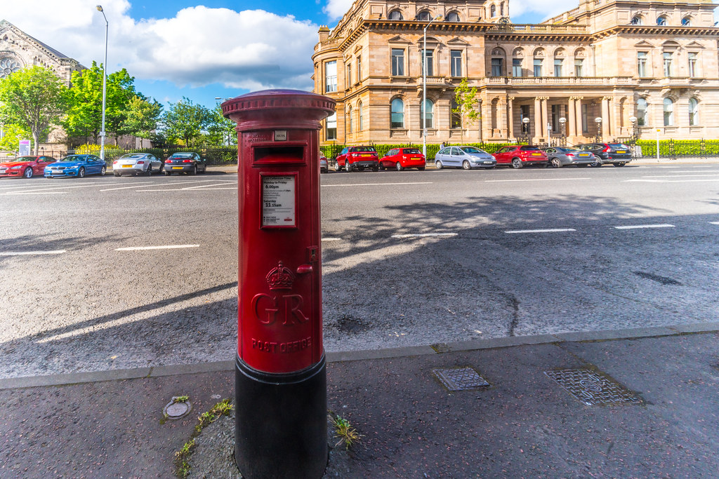 OLD STYLE POSTBOX 002