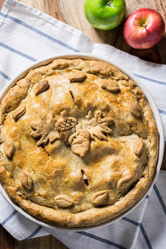 Classic Apple Pie | cookingalamel.com