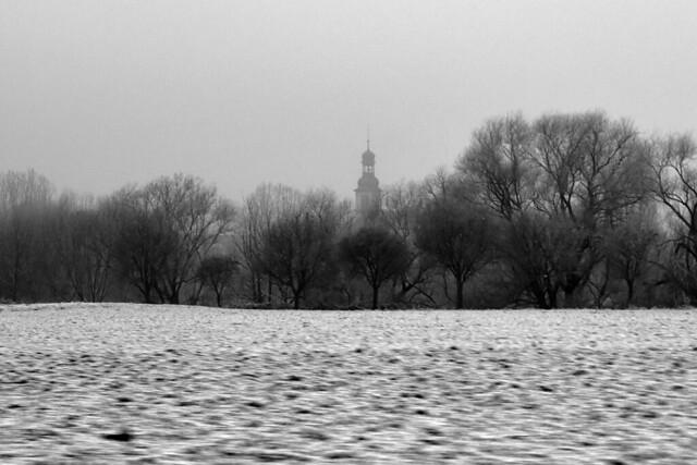 Wetter Mannheim am 2. Dezember 2017 ... erster Schnee, Nebel ... Landstraße zwischen Neckarhausen und Seckenheim ... Foto: Brigitte Stolle