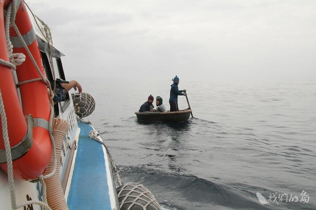 933-2-7在東沙海域不時有中國籍 越南籍等漁民越界捕魚,巡守的官兵不時得驅離越界捕撈的漁民。