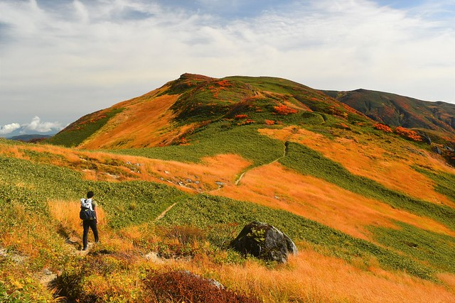 秋の朝日連峰縦走登山
