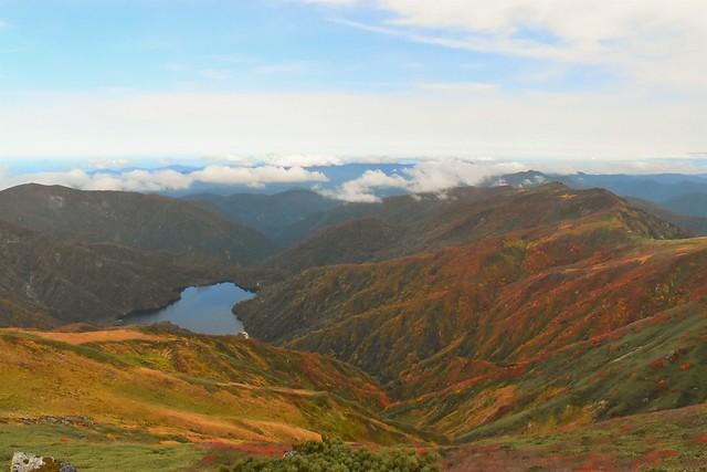 以東岳山頂から眺める大鳥池