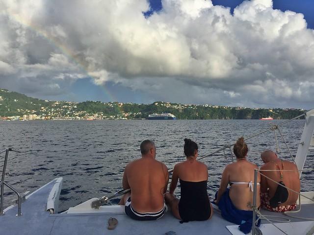 Grupo de amigos de crucero por las islas del Caribe