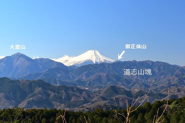 高尾山からの富士山と道志山塊