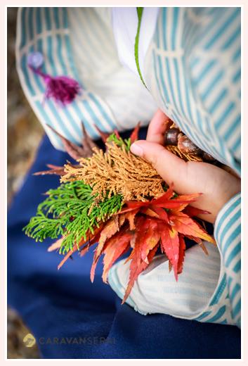 猿投神社(愛知県豊田市)で七五三写真のロケーション撮影 兄弟(男の子と女の子)で和装(着物・羽織袴) 秋ならでは紅葉をバックに 自然でオシャレ フォトスタジオとは違う!