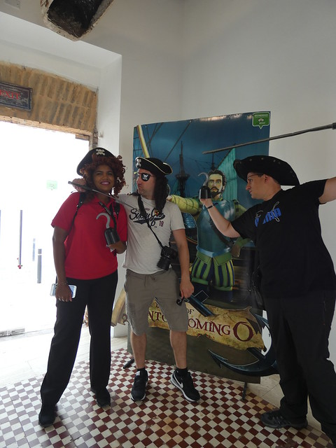 Sele y Juve disfrazados de piratas en Santo Domingo (República Dominicana)