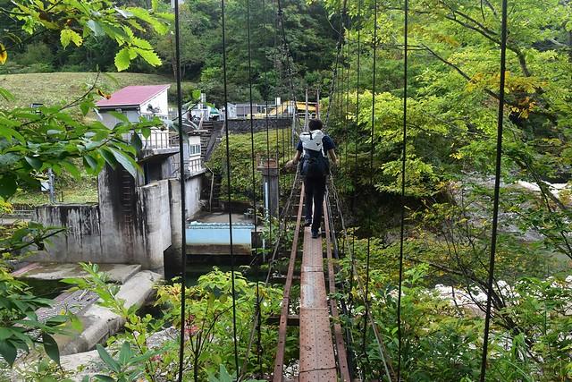 朝日鉱泉 登山口の吊り橋
