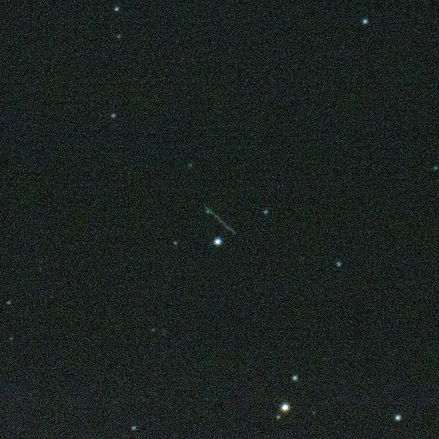 VCSE - A 2012 TC4 kisbolygó nyoma egy 30 sec-es felvételen 2017. okt. 11-én 19:23 UT-kor - Kocsis Antal és Gubicza Sándor felvétele a Balaton Csillagvizsgálóból