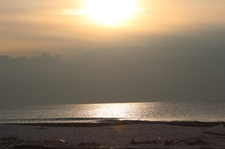tramonto sul mare calmo