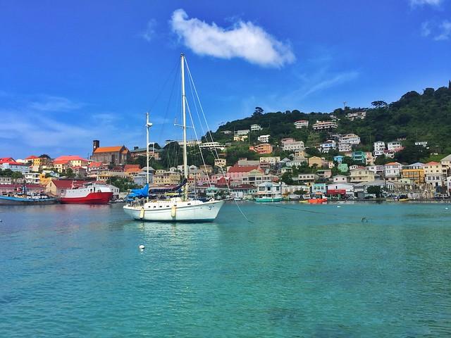 Puerto viejo de Saint George en Granada (Islas del Caribe en barco)