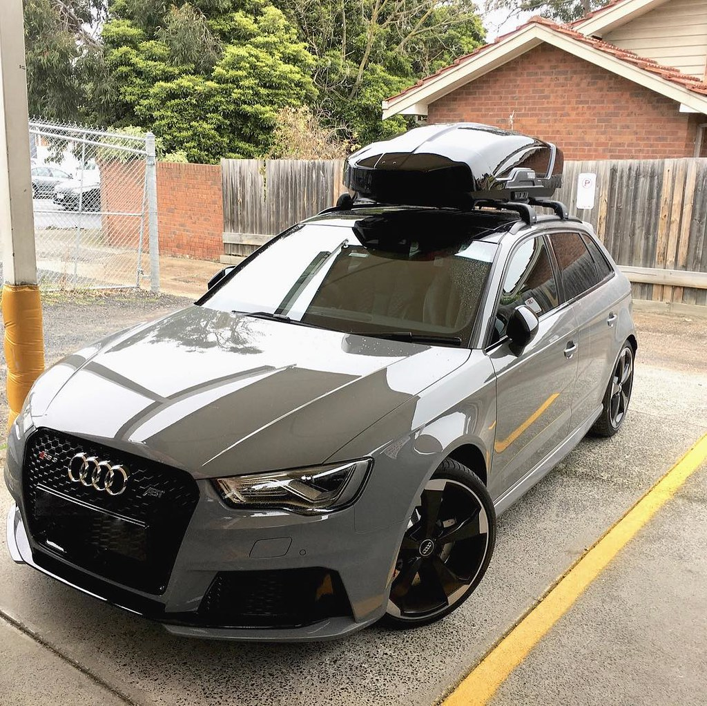 audi rs3 with black thule wingbar edge a thule motion xt m. Black Bedroom Furniture Sets. Home Design Ideas