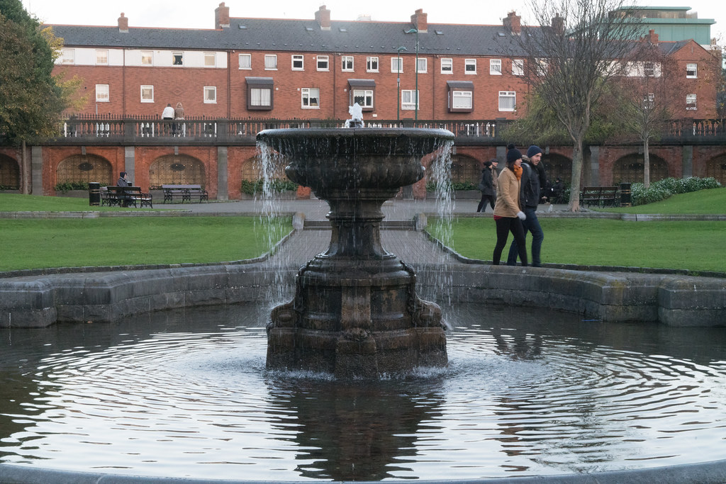 THE CENTRAL FOUNTAIN IS THE LARGER OF THE TWO 002