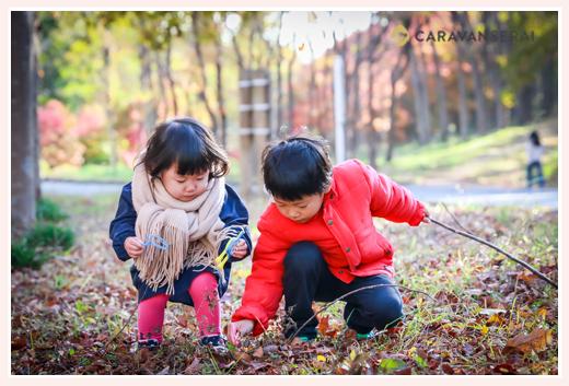 昭和の森公園(愛知県豊田市)で家族写真のロケーション撮影 秋ならでは紅葉をバックに 自然でオシャレ フォトスタジオ・写真館とは違う!