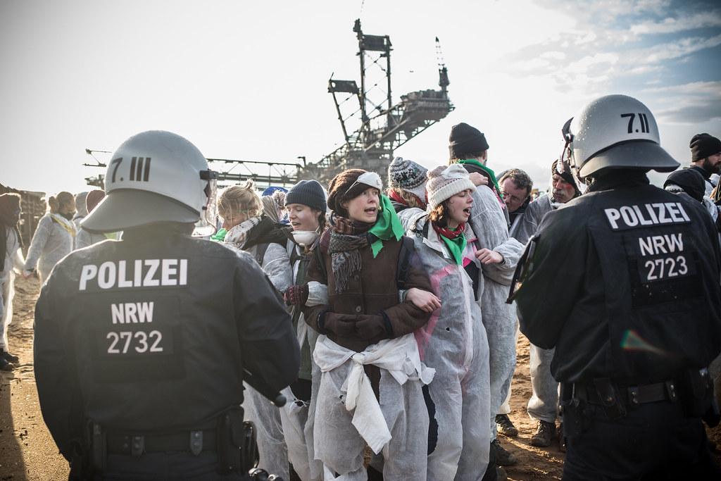 Aktivisten von Ende-Gelände besetzten den Tagebau Hambach