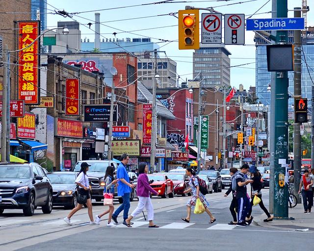 Asfalto de Toronto con el ajetreo de sus calles