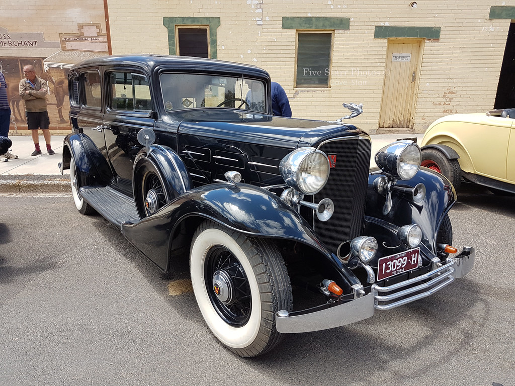 1933 cadillac v12 sedan covers a 1933 cadillac v12 sedan. Black Bedroom Furniture Sets. Home Design Ideas