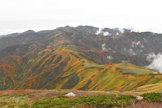 以東岳~大朝日岳の稜線