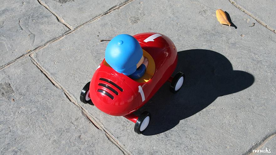 Pocoyo coche de carreras