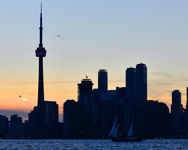 Skyline de Toronto bajo las luces del atardecer