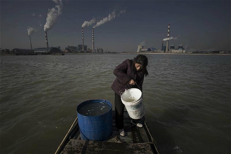 楊林崗的村民從長江取水。圖片來源:LuGuang / Greenpeace