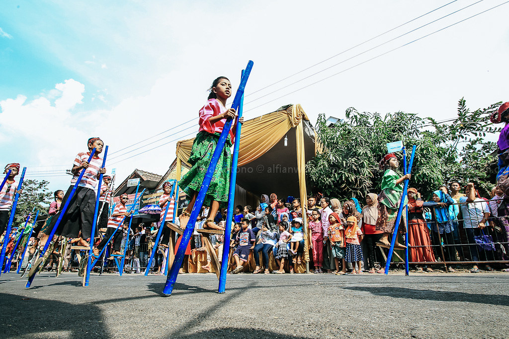Festival Egrang, Membangun Indonesia Dari Pinggiran