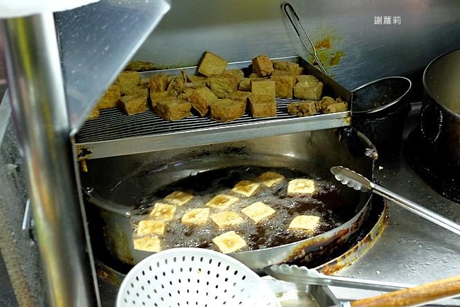 23975567797 38977975ac b - 永留香臭豆腐 | 只有在地人才知道的超級隱藏版,白天吃不到、晚上才營業,皮酥內餡軟,小心一吃就上癮!