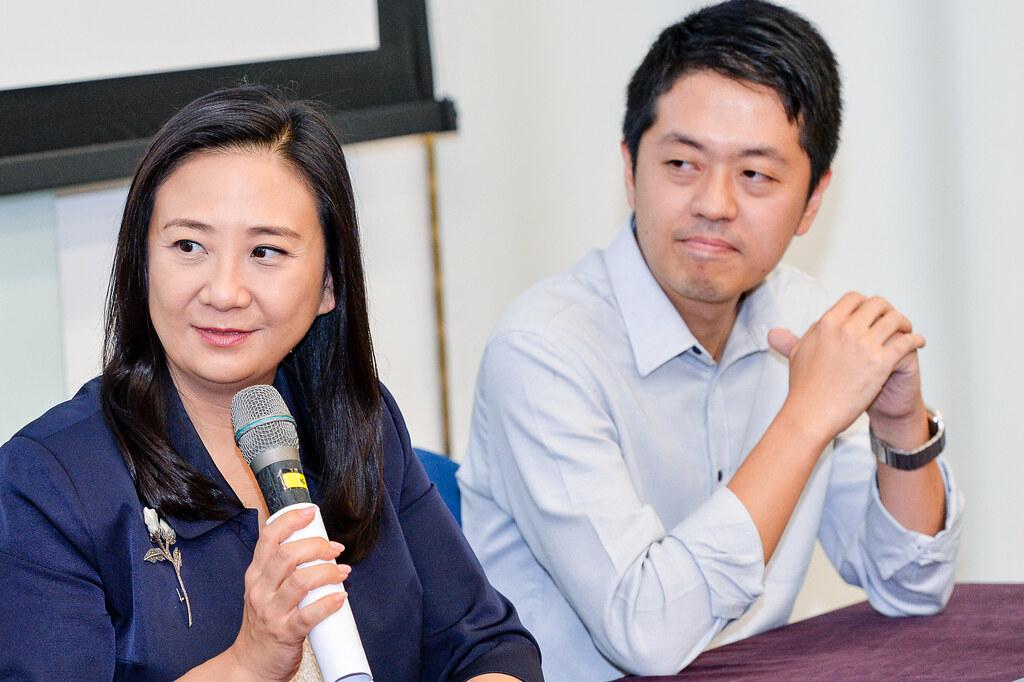 左起:立法會議員葛珮帆及立法會議員許智峯認同本港需要加強魚翅貿易的監管情況。圖片來源:BLOOM香港。