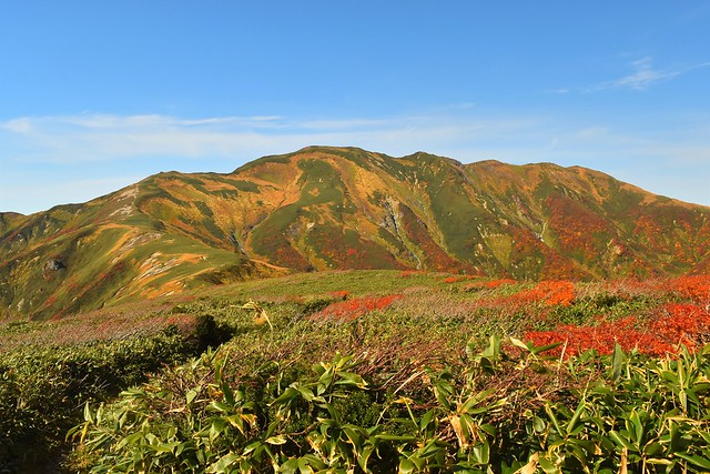 朝日連峰・中先峰から以東岳の展望