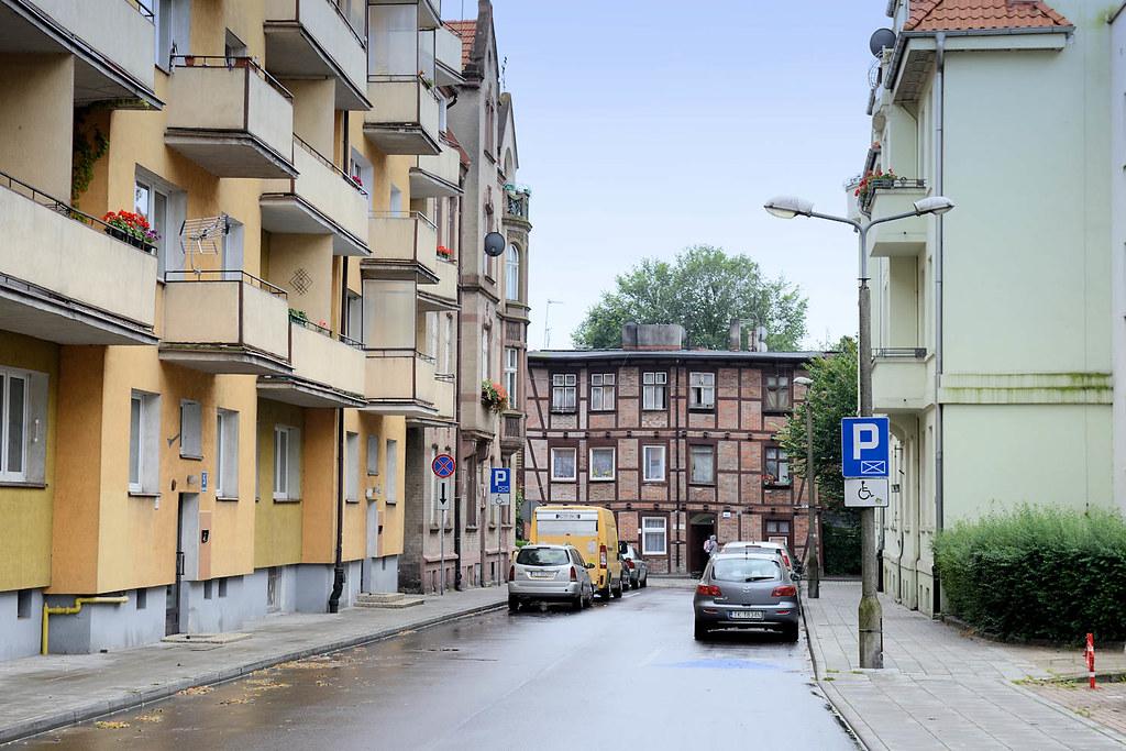 6 Dsc 5640 Wohngebiet Intorun Schlichte Wohnblocks Mit Ba Flickr