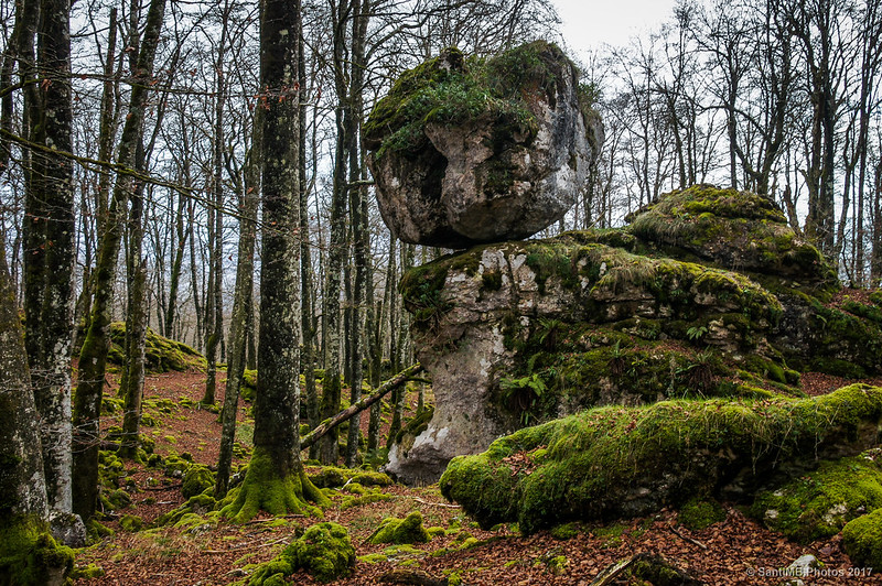 La roca de La Bola en el Bosque Encantado de Urbasa