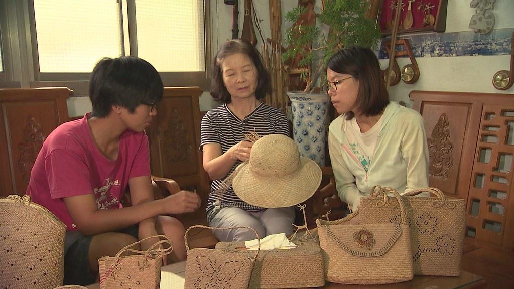 929-2-25藺草不斷衍生出各種編織產品,苑裡鎮的帽蓆出口還曾攀上全國出口的第三名。