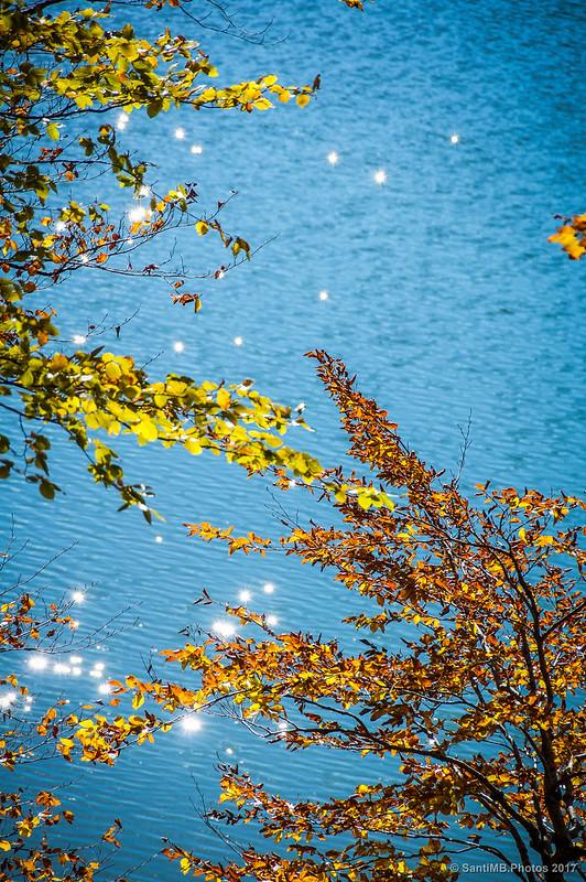 Lus del sol sobre la superficie del Lago Lareo